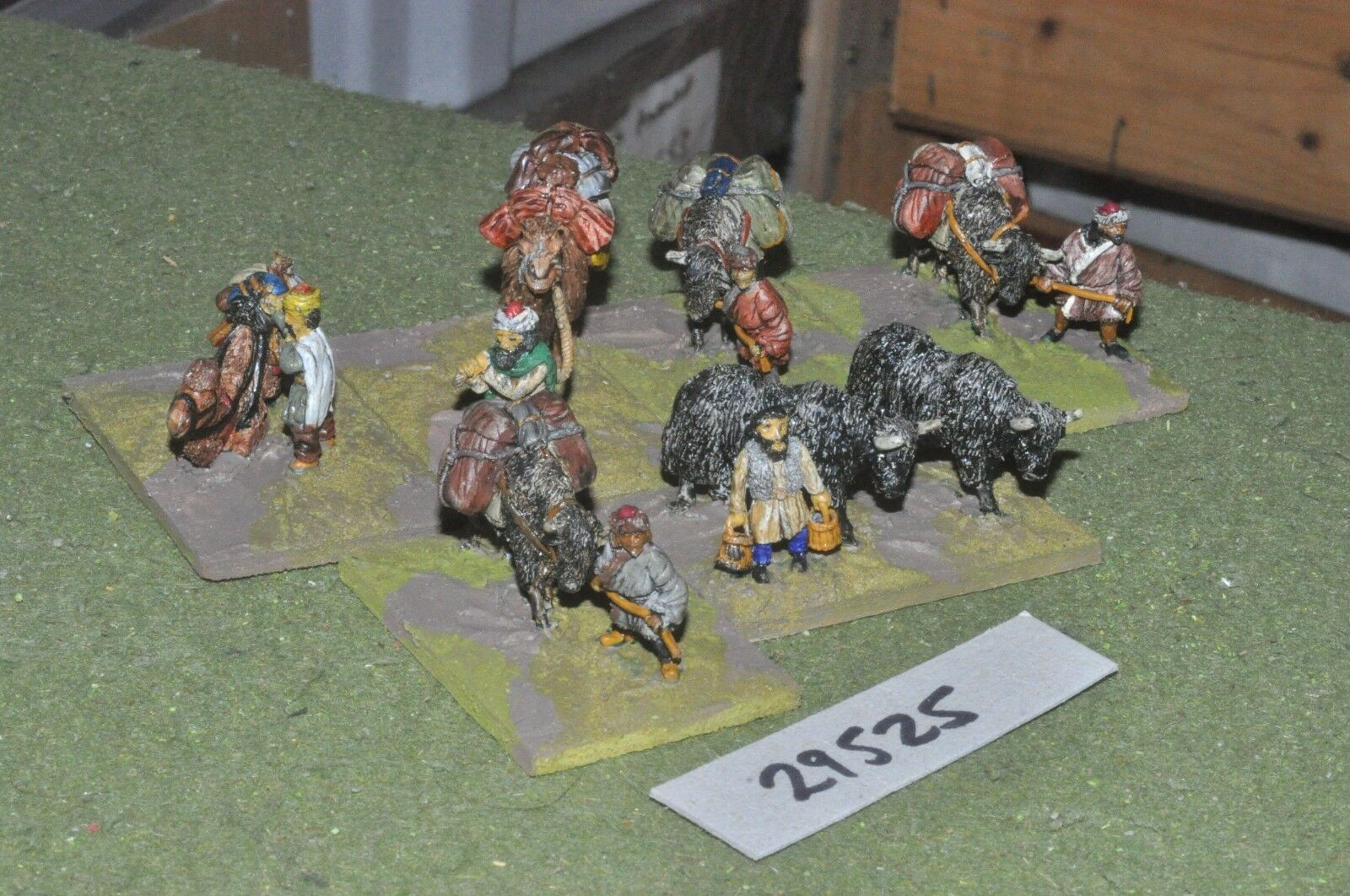 25mm medieval   mongol - camp followers (as photo) - baggage (29525)