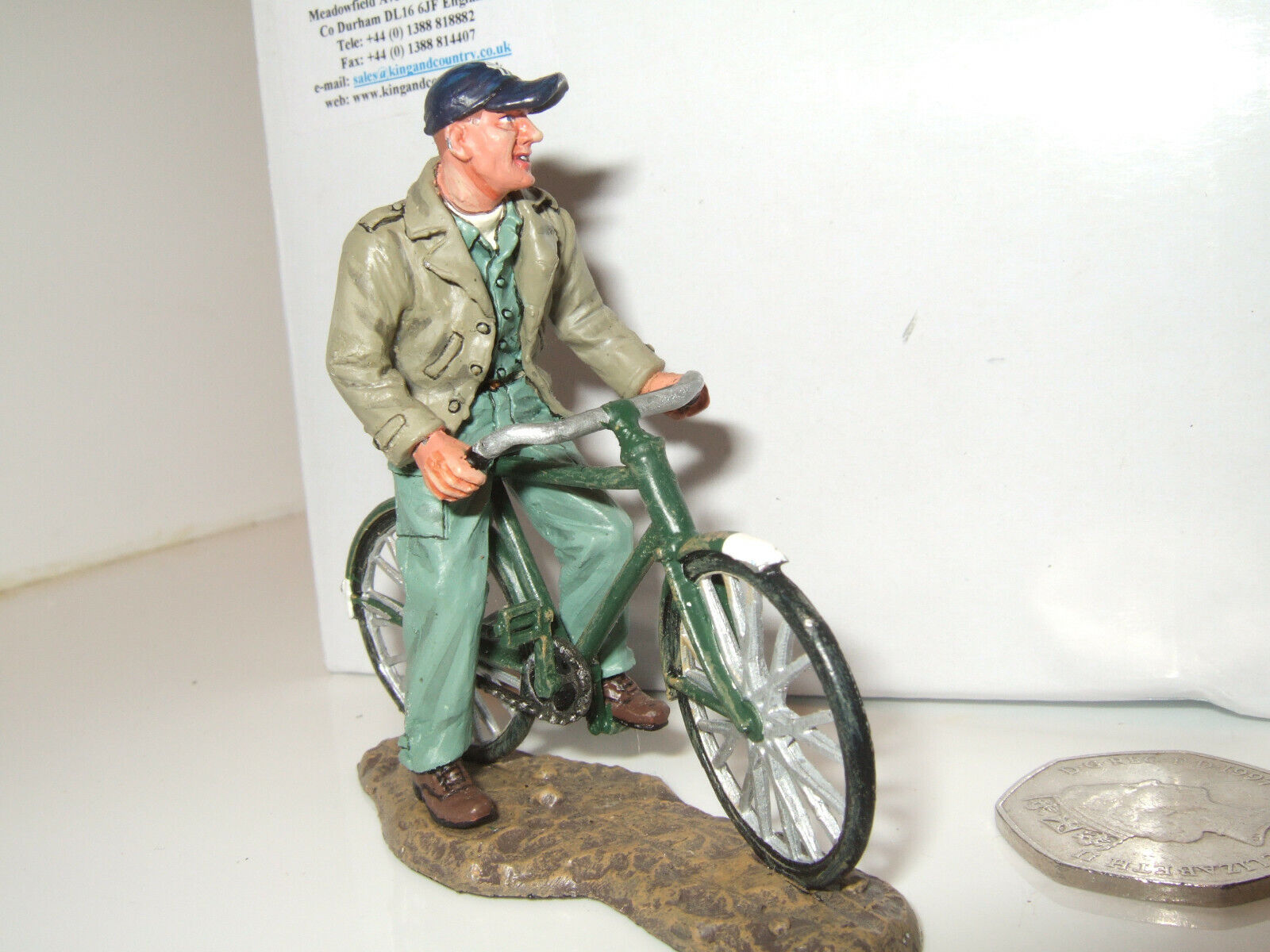 King and Country AF16 US Air Force Ground Crew Figure Figure on Bicycle in 1 30 Scale