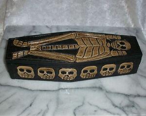 Kleiner-Voodoo-Holzsarg-29-cm-ohne-Voodoo-Puppe-Ritualzubehoer
