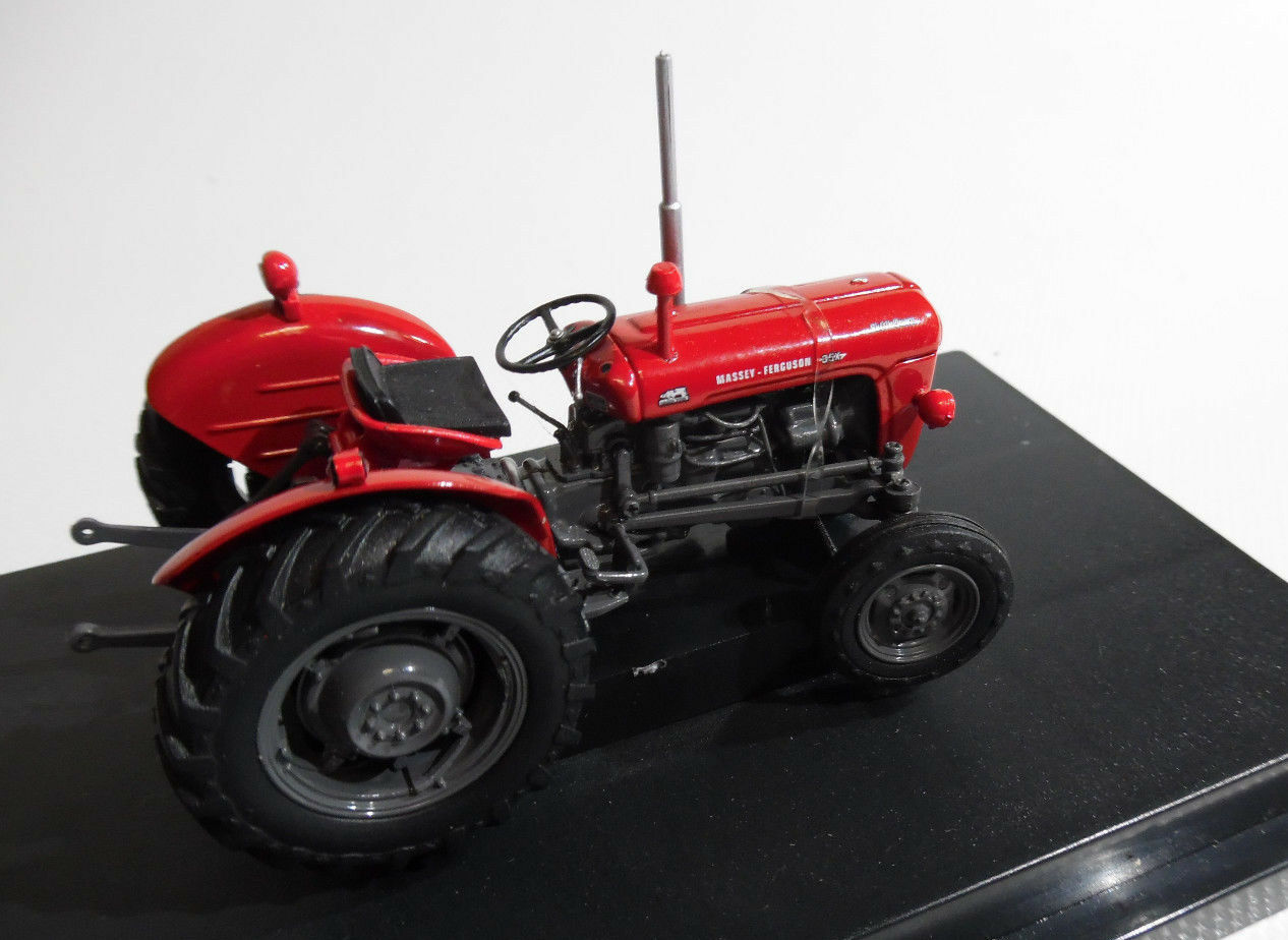 Universal Hobbies Collectors Model Tractor Massey Ferguson 35X  1 32nd Scale