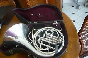 KING-BY-HN-WHITE-amp-CO-CLEVELAND-OHIO-COR-D-039-harmonie-a-Piston-KING-FRENCH-HORNS