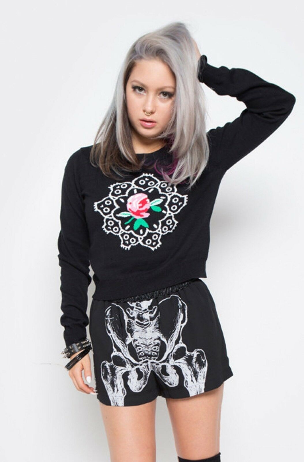 Iron Fist Fist Fist RING AROUND THE ROSIE SWEATER Flowers Skull top 2c5a19