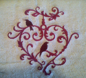 LOVE-BIRD-HEART-STUNNING-NEW-DESIGN-SET-OF-2-HAND-TOWELS-EMBROIDERED-NEW