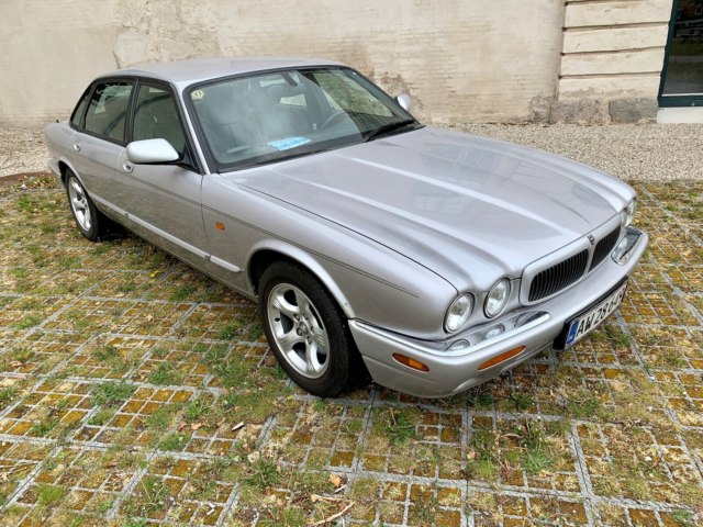Jaguar XJ8, 4,0 Sovereign aut., Benzin, 2000, 4-dørs,…