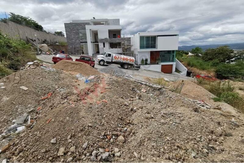 """Terreno en venta con vista a la ciudad en privada """"La cima"""""""
