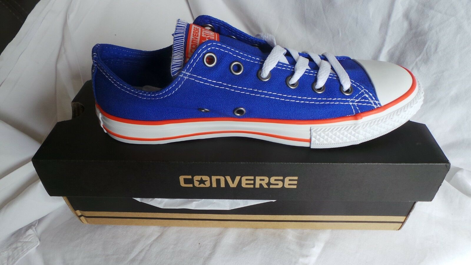 Brand New in Box Converse CT All Star Ox Baskets Taille 4 EU 37 Hyper bleu