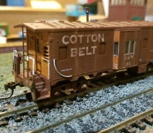 Athearn-Cotton-Belt-Weathered-caboose-RTR-bay-window-custom-HO-scale