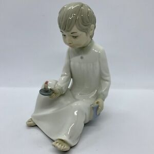 Zaphir-by-Lladro-039-Night-Time-Stories-039-Boy-with-candle-amp-book-Made-in-Spain