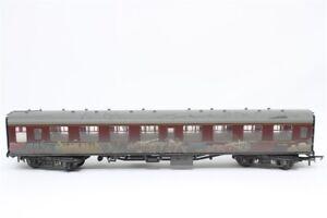 Hornby-R4647-British-Railways-Mark-1-Corridor-second-coach-039-Graffiti-039-weathered