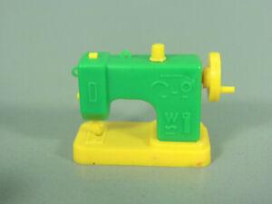 SPIELZEUG-Naehmaschine-gelb-gruen-MIT-Spule