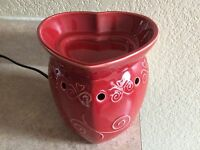 Scentsy Red hugs & Kisses Full-size Warmer-retired-collectible