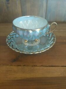 VINTAGE-ROYAL-SEALY-CHINA-JAPAN-FOOTED-TEA-CUP-AND-SAUCER-IRIDESCENT-amp-GOLD