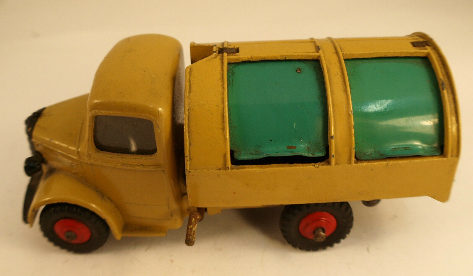 Dinky Toys GB 252 camion Bedford refuse wagon truck version avec vitres