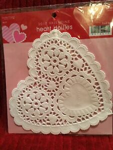 "New Valentine's White Heart Doilies ~ 20 Count ~ 6"" X 5.75"" Kitchen, Dining & Bar"
