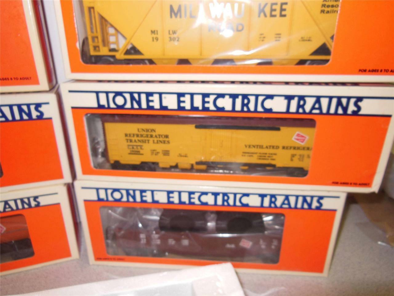 NEW LIONEL 18500 MILWAUKEE ROAD FALLEN FLAGS SET- NEW-