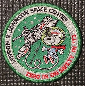 NASA-SNOOPY-JOHNSON-SPACE-CENTER-PATCH-HOUSTON-TEXAS-ZERO-IN-ON-SAFETY-3-5