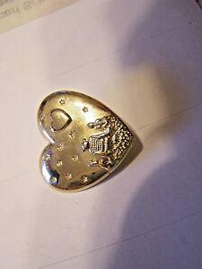 Gold-tone-metal-Heart-lapel-pin-Dream-works-Variety-club-2002-L-L-C
