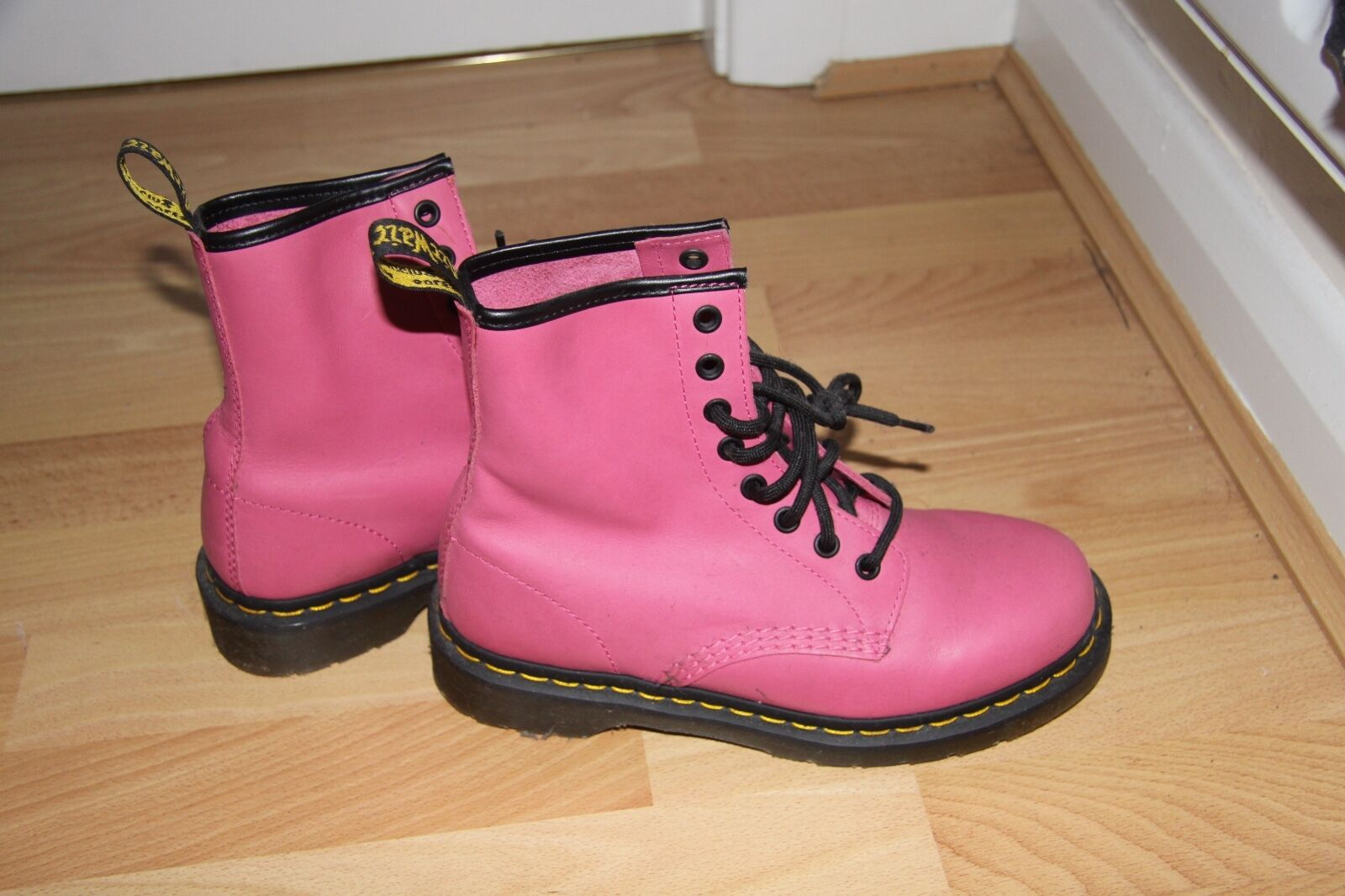 Grandes zapatos con descuento NEW Never Worn Dr Martens Candy Pink 8 eyelet Size 5