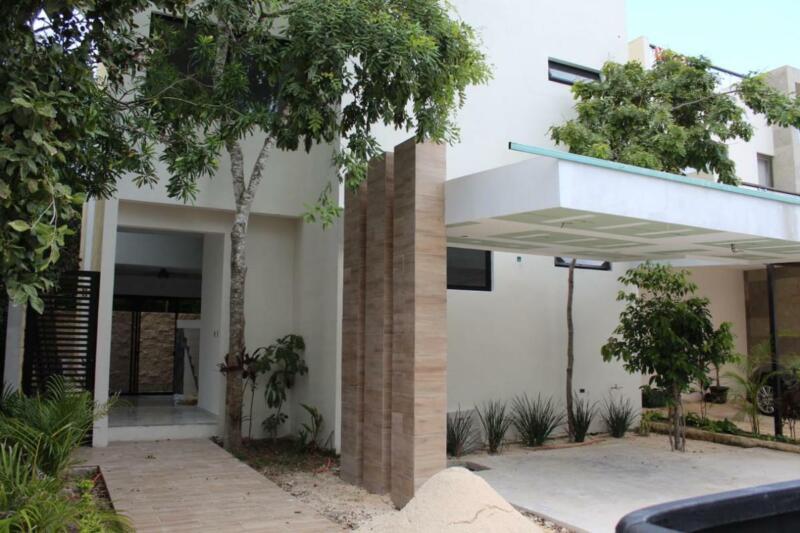 Casa en Venta/Renta de 4 Recamaras, Salon de TV, Aqua, Av.Huayacan, Cancun