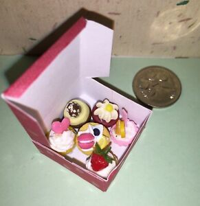 GORGEOUS-DOLLHOUSE-Mini-Food-6-MIXED-CUPCAKES-in-BOX-for-BARBIE-PARTY