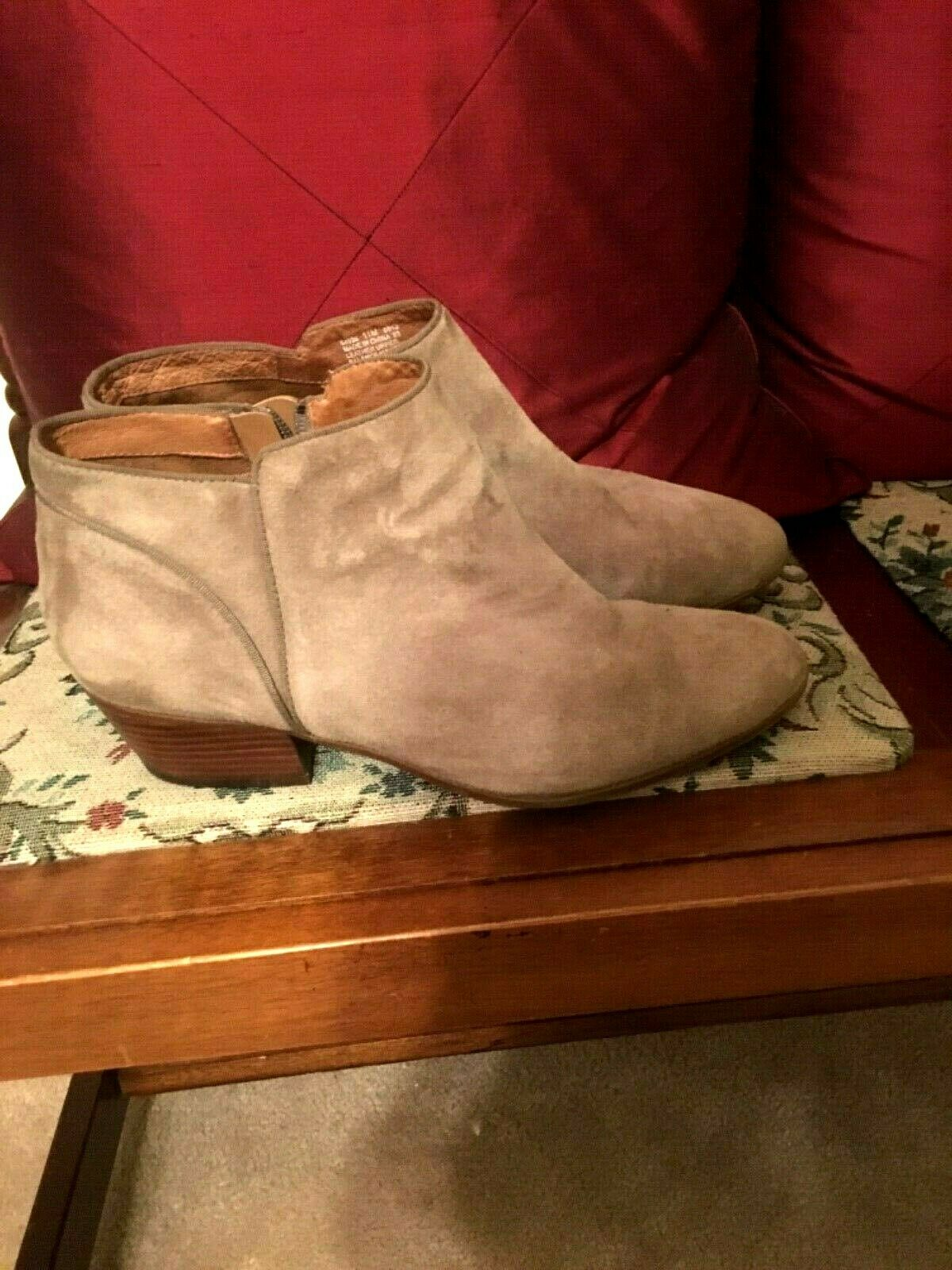 Ankle Boots Size 11  Clark's Women's Taupe Beige