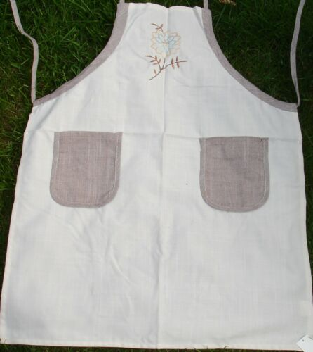 """Polyester Reduced To Clear Lovely Quality Aprons 6 Fantastic Designs 24/"""" x 31/"""""""