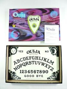 OUIJA-BOARD-Glows-in-the-Dark-COMPLETE-mysterious-mystifying-game-VG-Parker-Bros