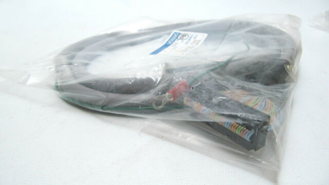 NEW Omron Servo Relay Unit Cable XW2Z-100J-A15