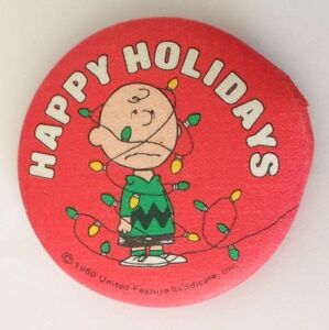 Charlie Brown Happy Holidays Snoopy Peanuts Button Badge Pin Rare Damaged (N10)