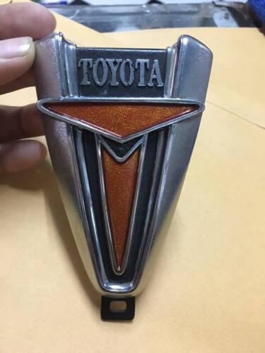 TOYOTA HILUX RN20 RN25 Pickup Truck Front Grille emblem Badge NOS