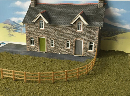 OO Guage 1:76 Scale Fence track or field 2 Meters 10x200mm 5 Bar Gate