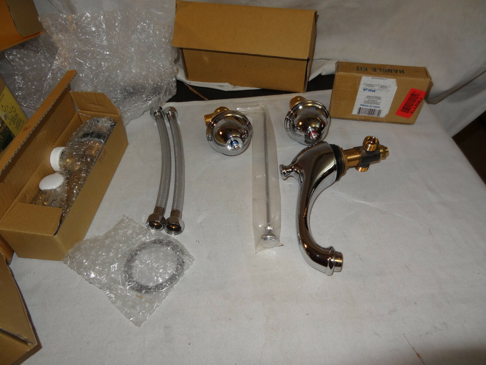 Elizabethan Classics WSCP LAV Bathroom Faucet Chrome-Open