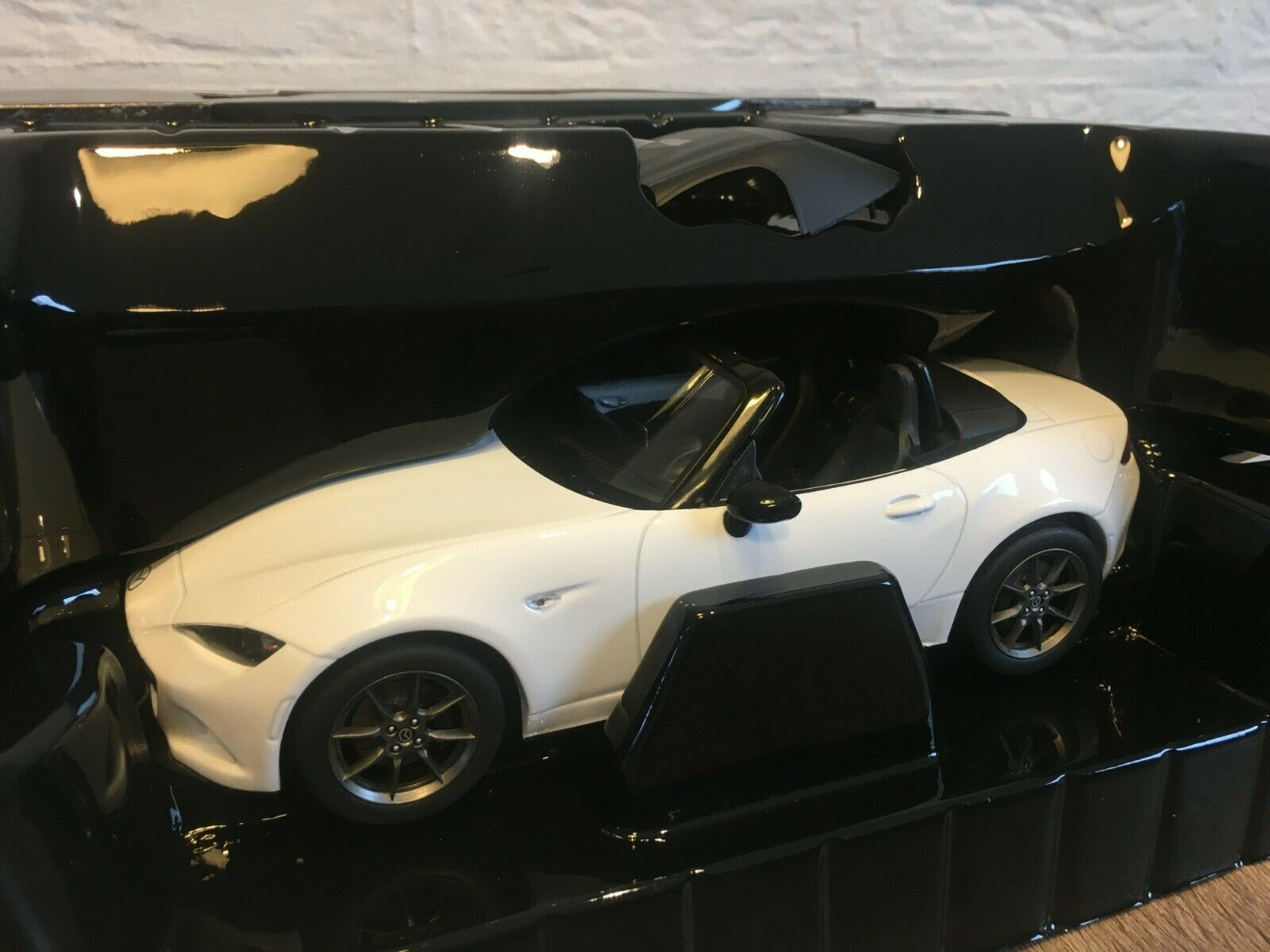 1 18 Triple9 Mazda MX5 MX-5 ND 2015 Weiß NEW