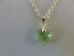 LOVELY-LIGHT-GREEN-FACETED-GLASS-HEART-PENDANT-NECKLACE-SILVER-PLATED-CHAIN