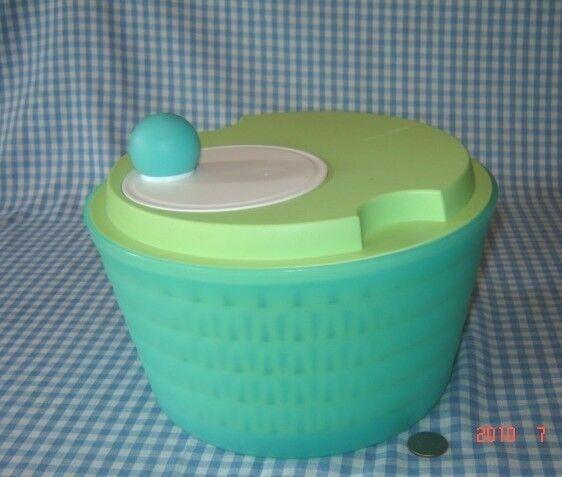 Tupperware Bermuda /& Spring GREEN 4 Qt Bowl ~4 pc Spin n Save Salad Spinner
