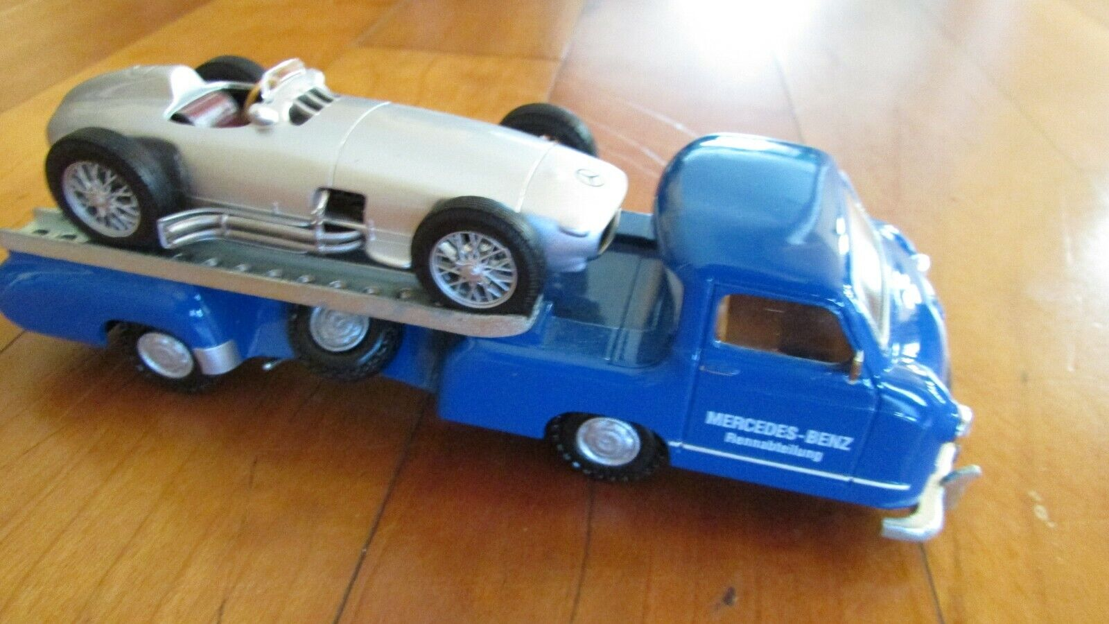 1954-55 Mercedes Benz race car transport THE blueE WONDER and W196 racer 1 43
