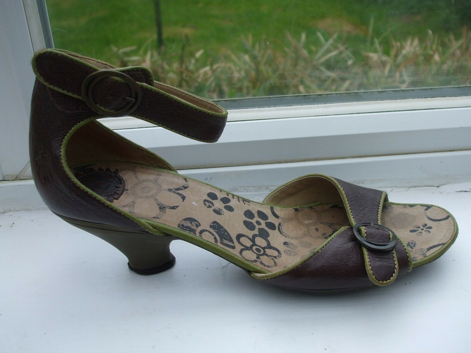 Gorgeous Green  Brown Leather Buckle Detail Sandals- FLY LONDON- Size 7