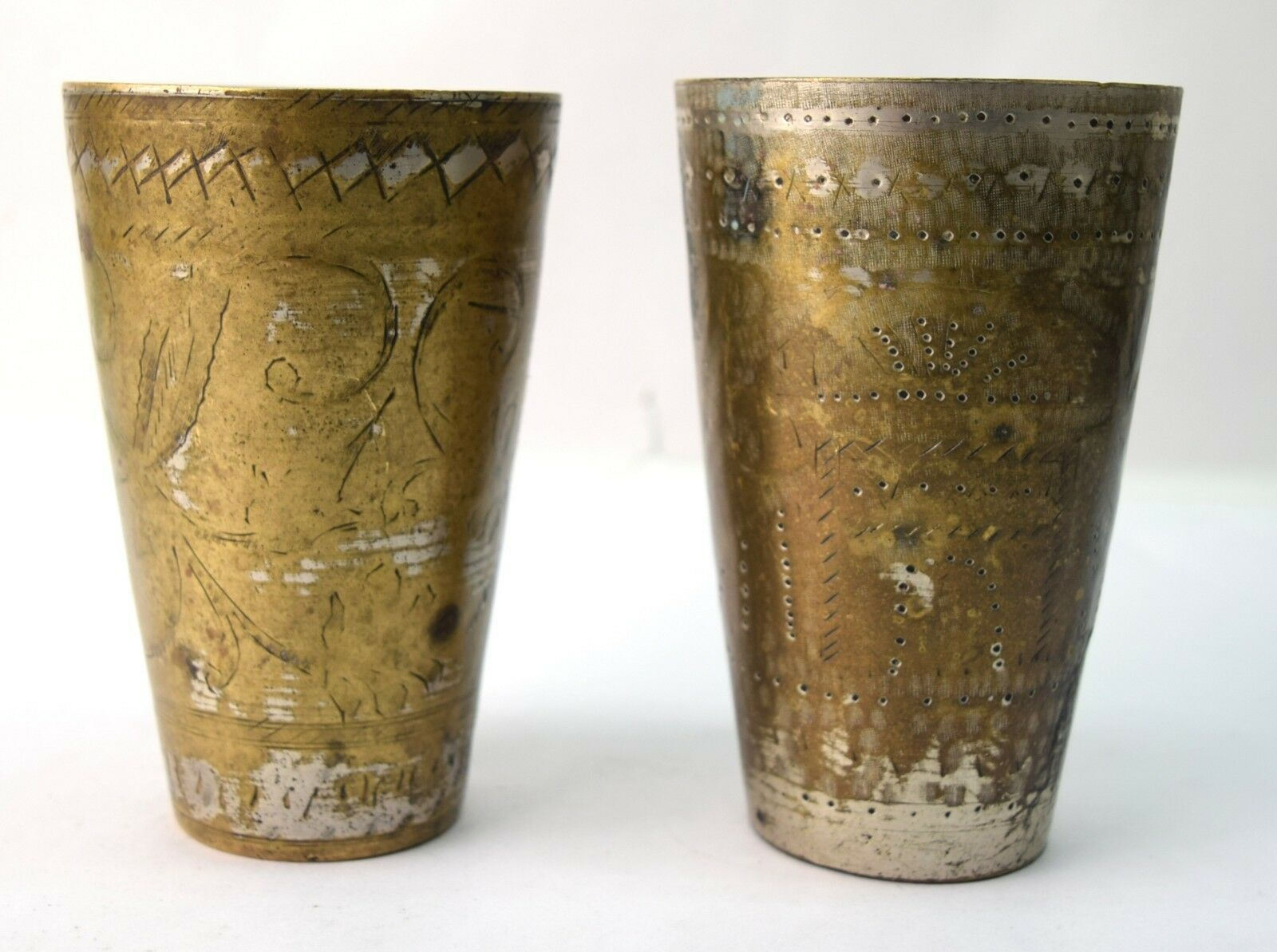 Vintage Brass Handcrafted Indian Lassi & Milk Glass Nice à collectionner. G66-448 US