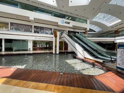 Local 626 m2 en centro comercial plaza victoria en Interlomas $ 250,000