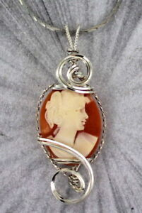 VINTAGE-ANTIQUE-CAMEO-PENDANT-NECKLACE-CARVED-ITALIAN-SHELL-STERLING-SILVER