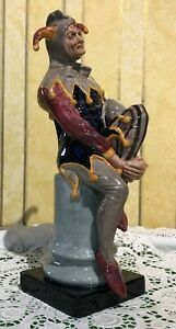 ROYAL-DOULTON-MALE-FIGURE-THE-JESTER-MODEL-No-HN-2016-LARGE-PERFECT