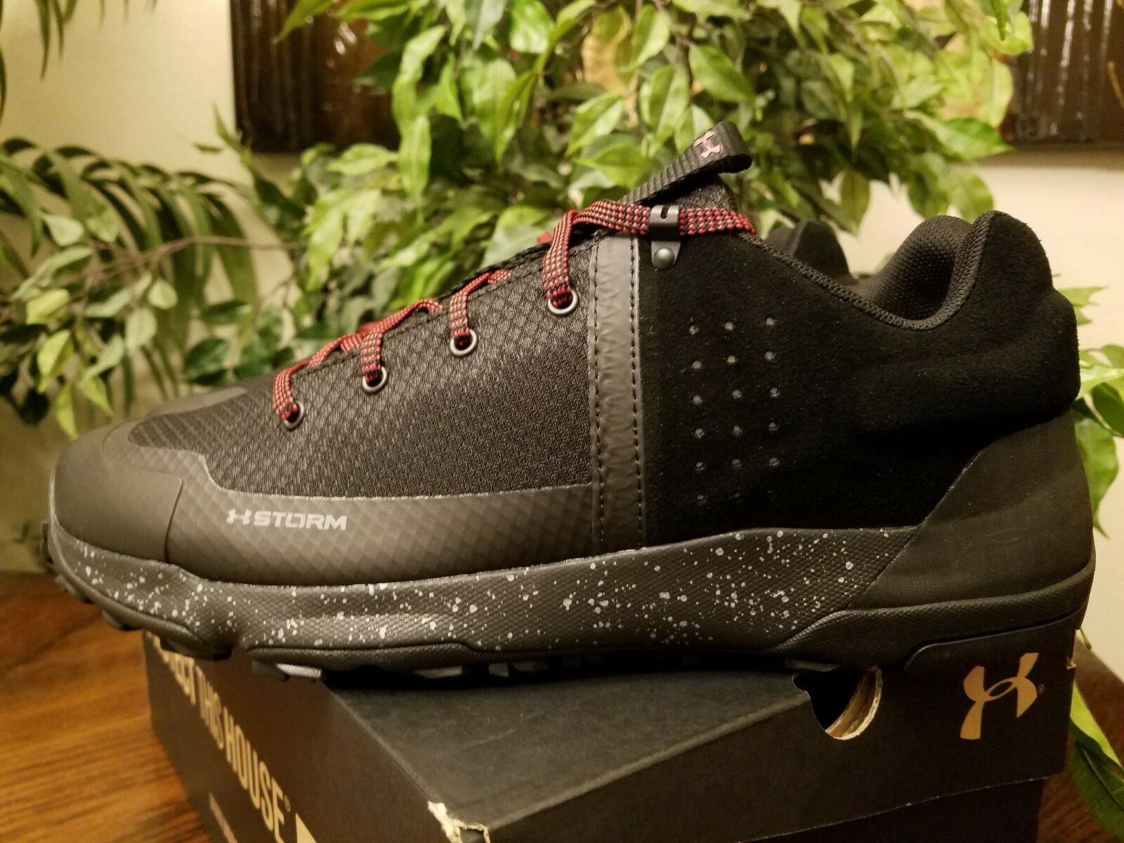Under Armour Men's Burnt River 2.0 Low 1299199-001 Size 10 Black/Red THESPOT917