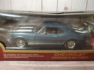 Road Legends 1967 Chevy Camaro Z/28 1:18 Scale Diecast Metal Model Car Blue