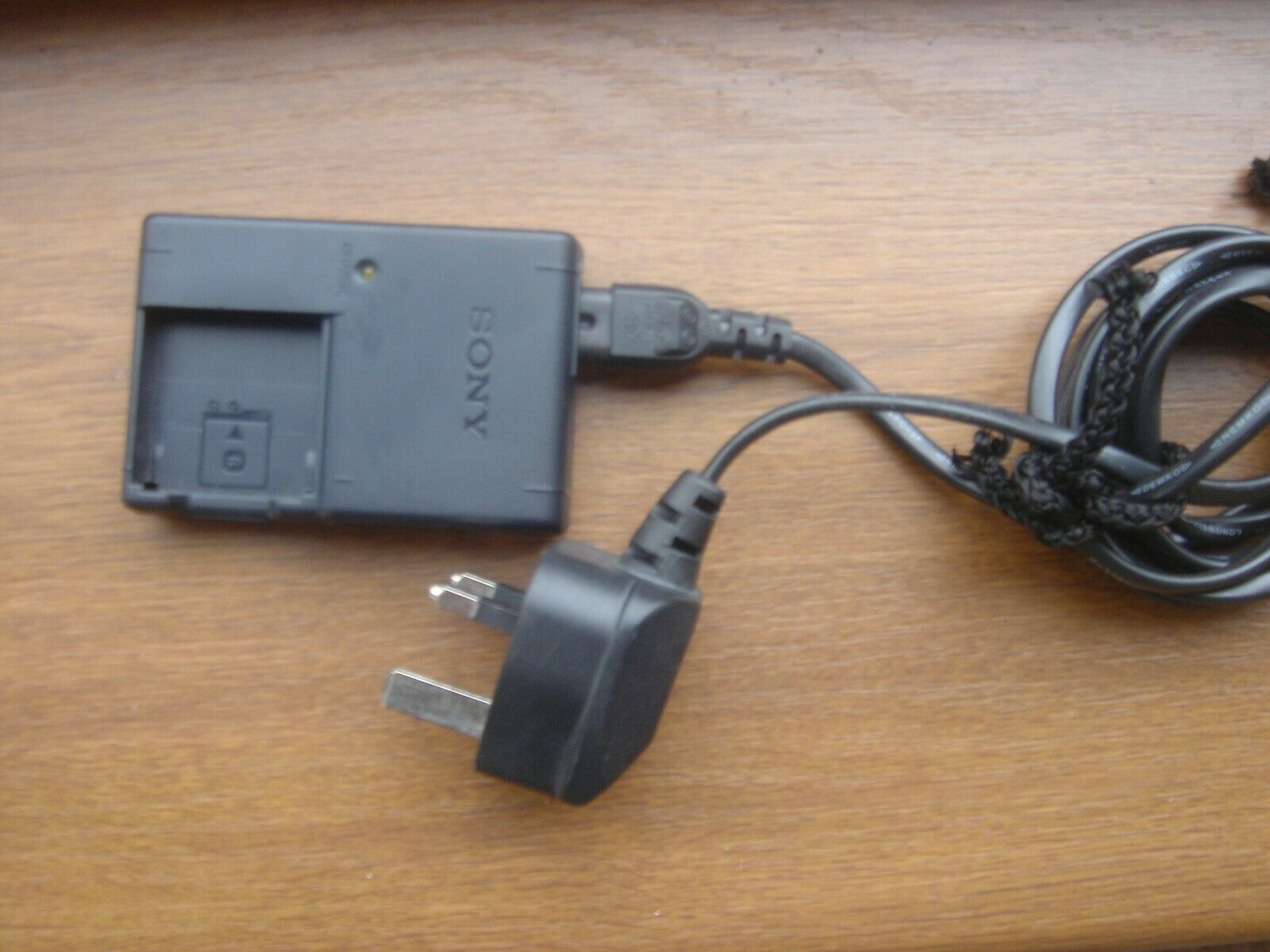 Original Sony Battery Charger BC-CSGB