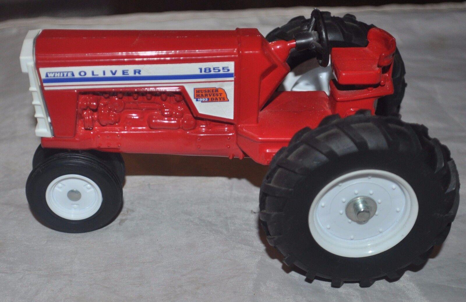 1   32 tractor blanco Oliver 1855 (A escala), modelo  Día de la cosecha de cásCocheas de arroz, 1993