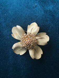 d65a439077ebe Details about Rare Tiffany & Co. Dogwood Flower 18k Yellow Gold Brooch,  Excelent Condition