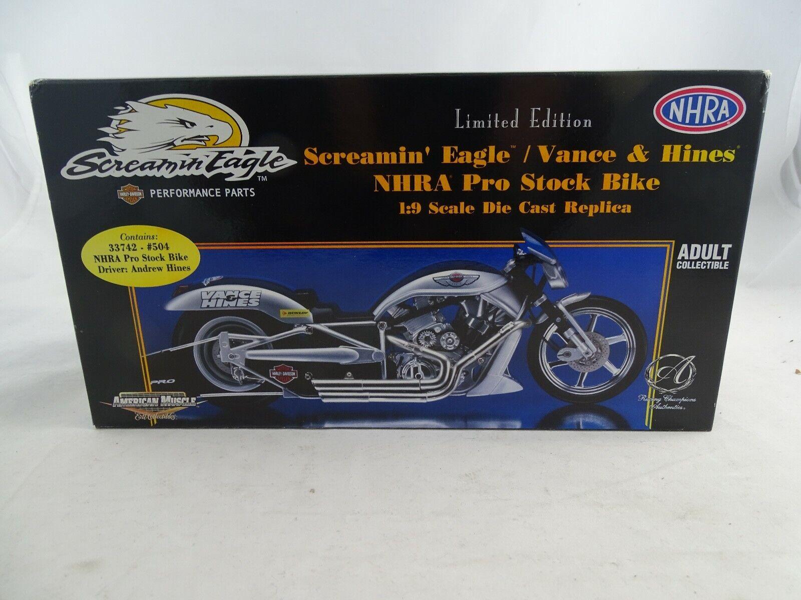 1 9 ERTL American Muscle 33745 SCREAMIN EAGLE VANCE & HINES NHRA par étage Bike