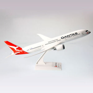 Qantas-Boeing-B787-9-Dreamliner-1-200-Scale-Plastic-Model-Aircraft