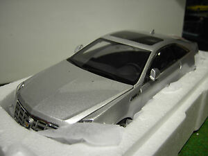 CADILLAC-CTS-COUPE-gris-silver-au-1-18-KYOSHO-G005S-voiture-miniature-collection