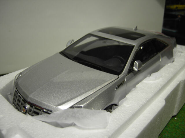 CADILLAC CTS COUPE gris silver au 1/18 KYOSHO G005S voiture miniature collection